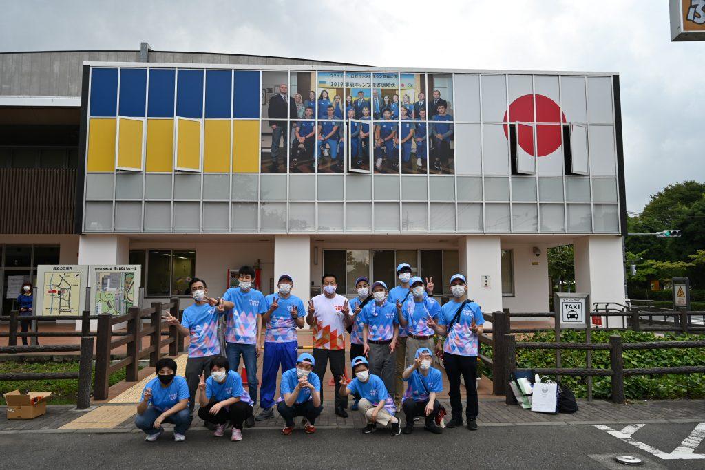 ふれあいホールがウクライナと日本の国旗で飾られていました。