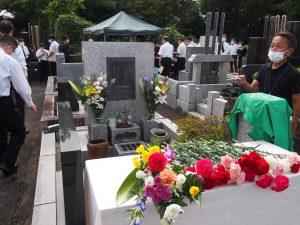 献花と光の家のお墓